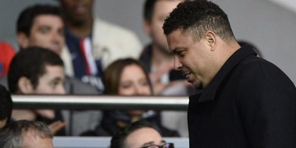 Seorang Pria Ini Terlihat Ciumi Ronaldo
