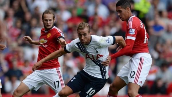 Jamie Carragher puji dua pemain bertahan Manchester United