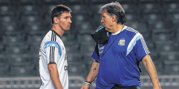 Pelatih: Leo Messi Sulit Bangun Kerja Sama dengan Carlitos