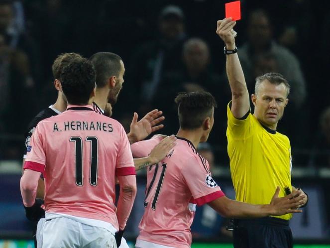 Lagi - Lagi Juventus Mendapat Kartu Merah Di Champions