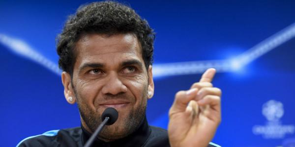 Dani Alves Sebut Google Lebih Pintar dari Para Pengkritik