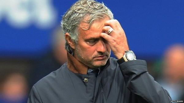 Mourinho Masuk Ke Lapangan Lebih Cepat Untuk Menghindari Suspensi UEFA