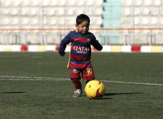 Murtaza Ahmadi Keturutan Memakai Jersey Lionel Messi