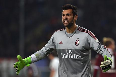 Diego Lopez Takkan Pergi dari Milan