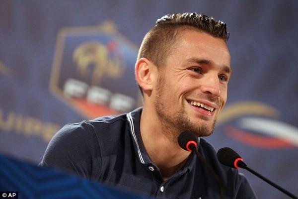 Mathieu Debuchy Bakal Hengkang Dari Arsenal Karena Ia Merasa Di Khianati